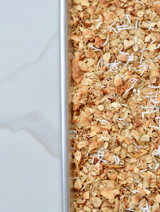 Granola with no refined sugar. Easy, crunch and delicious!